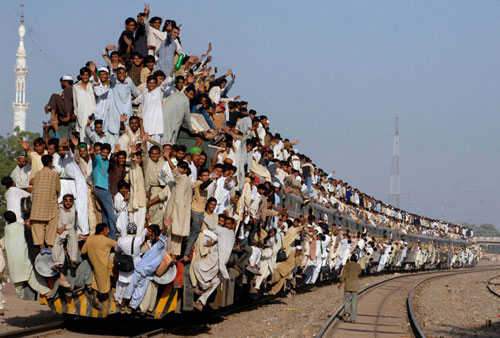train-croud